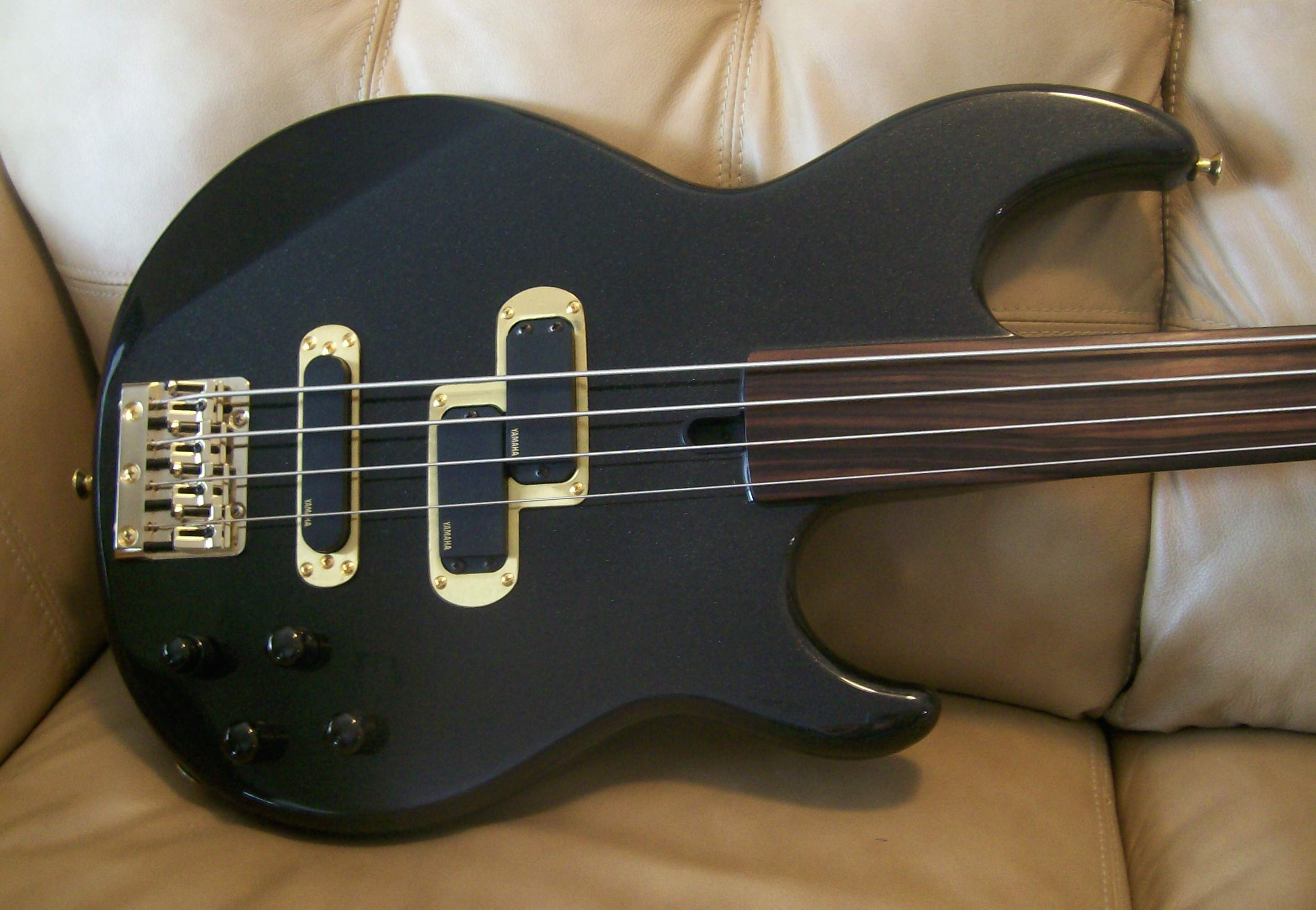 Sold yamaha bb 3000af unlined fretless a museum piece for Yamaha bb bass