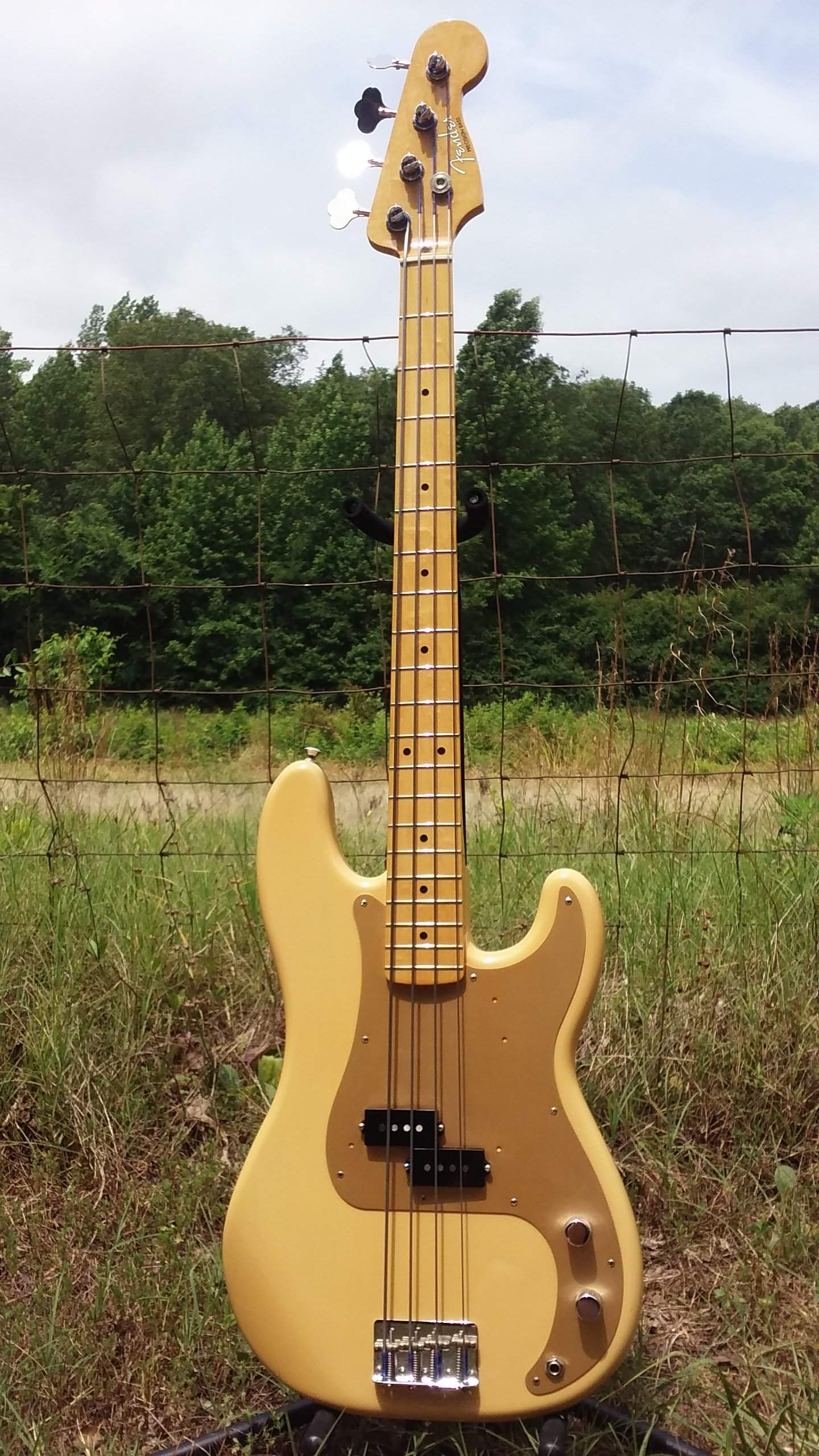 Sold Fender 50s Precision Honey Blonde Flats Case Candy