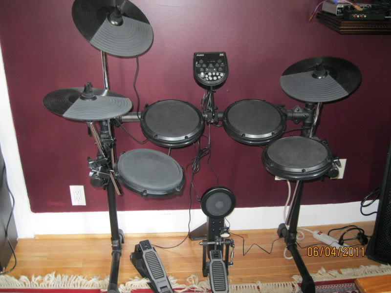 FS: Alesis DM6 Electronic Drum Set (Sound Percussion Throne opt