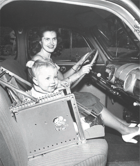 gallery-1445375651-1947-car-seat.png