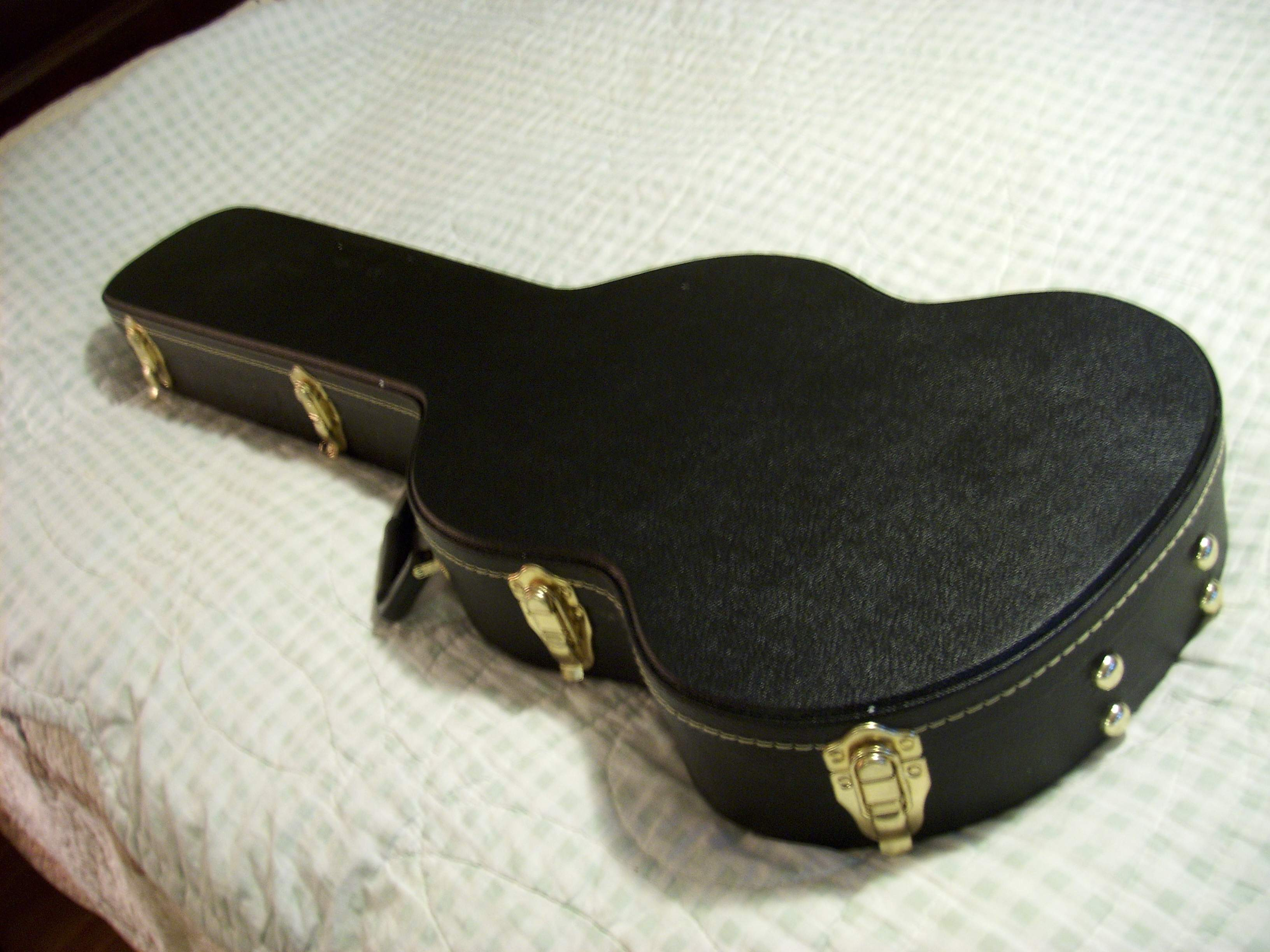 for sale nice hard shell case for 1965 gibson ebo bass guitar. Black Bedroom Furniture Sets. Home Design Ideas