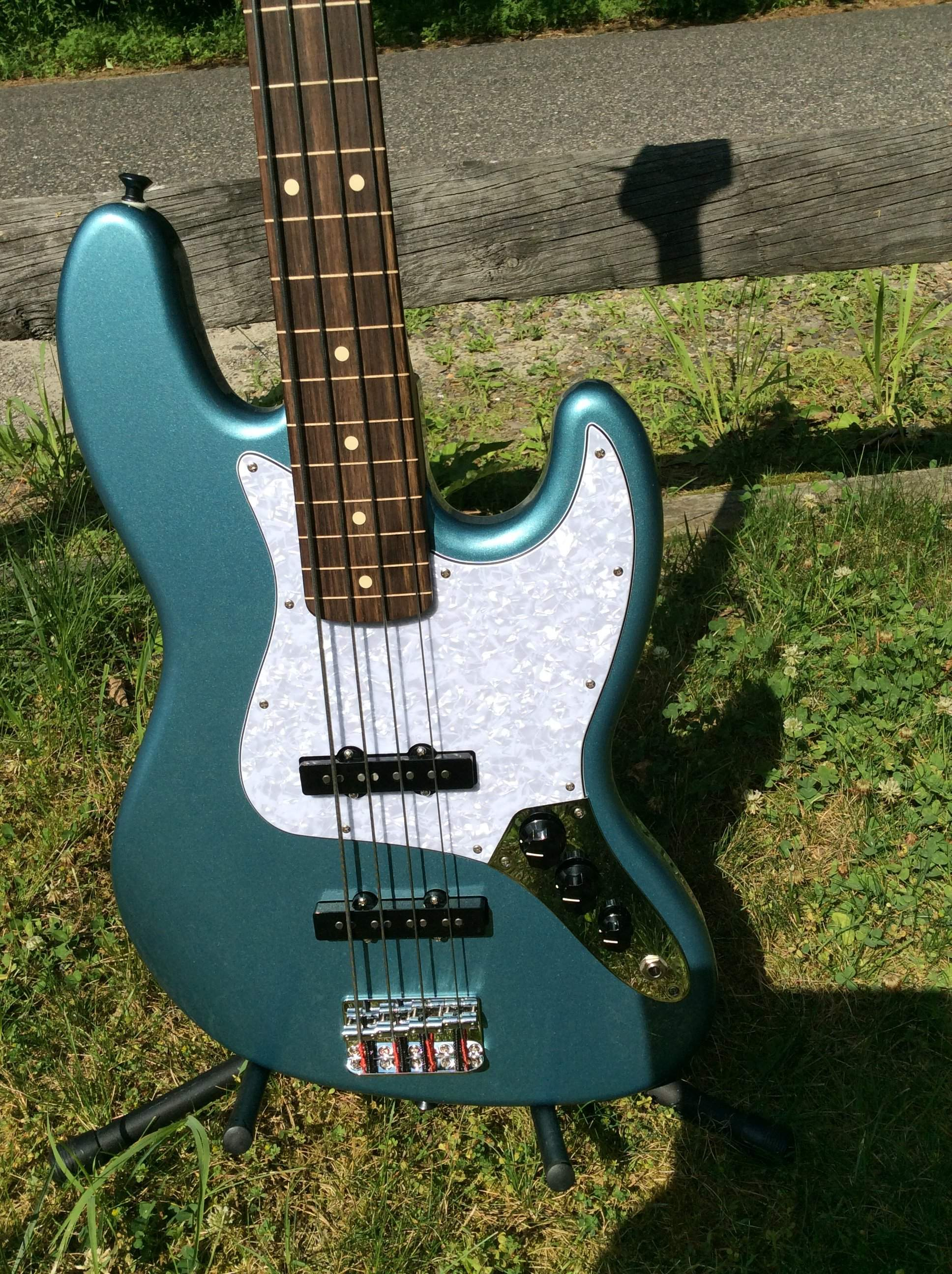 SOLD - Price dropped again! BRAND NEW Lined Fretless Fender
