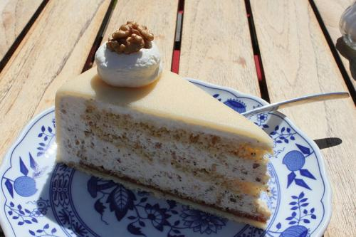 luebeck_marzipan_cake_with_walnuts.