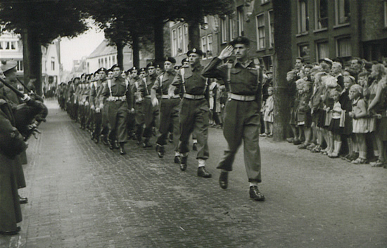 Ontarios%20parade%20in%20Holland%20to%20celebrate%20Dutch%20liberation,%201945%203.