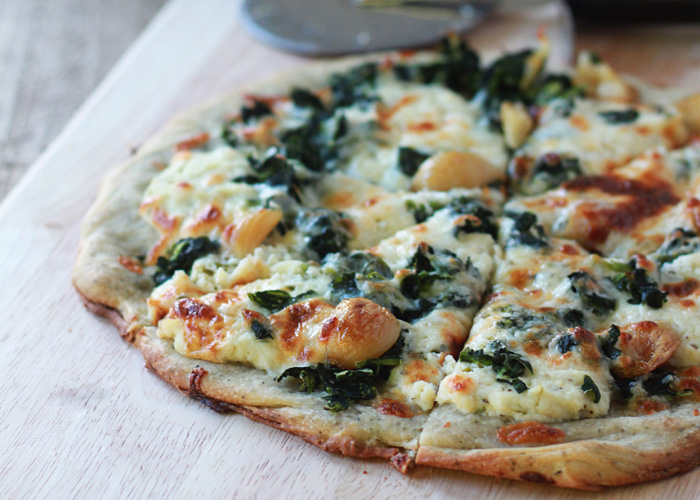 Roasted-Garlic-and-Spinach-White-Pizza.