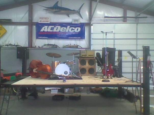 stage, barn.