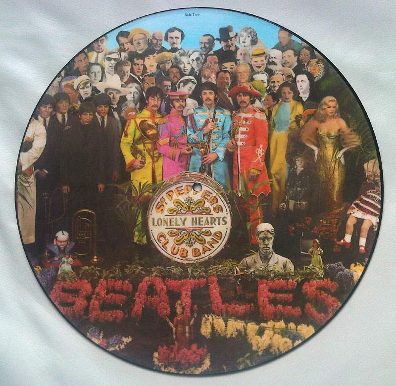 the-beatles-sgt-peppers-lonely-hearts-club-band-001.
