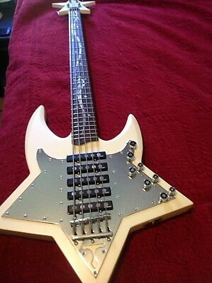 Traben-Bootsy-Collins-5-string-SPACE-BASS-5-pickups.jpg