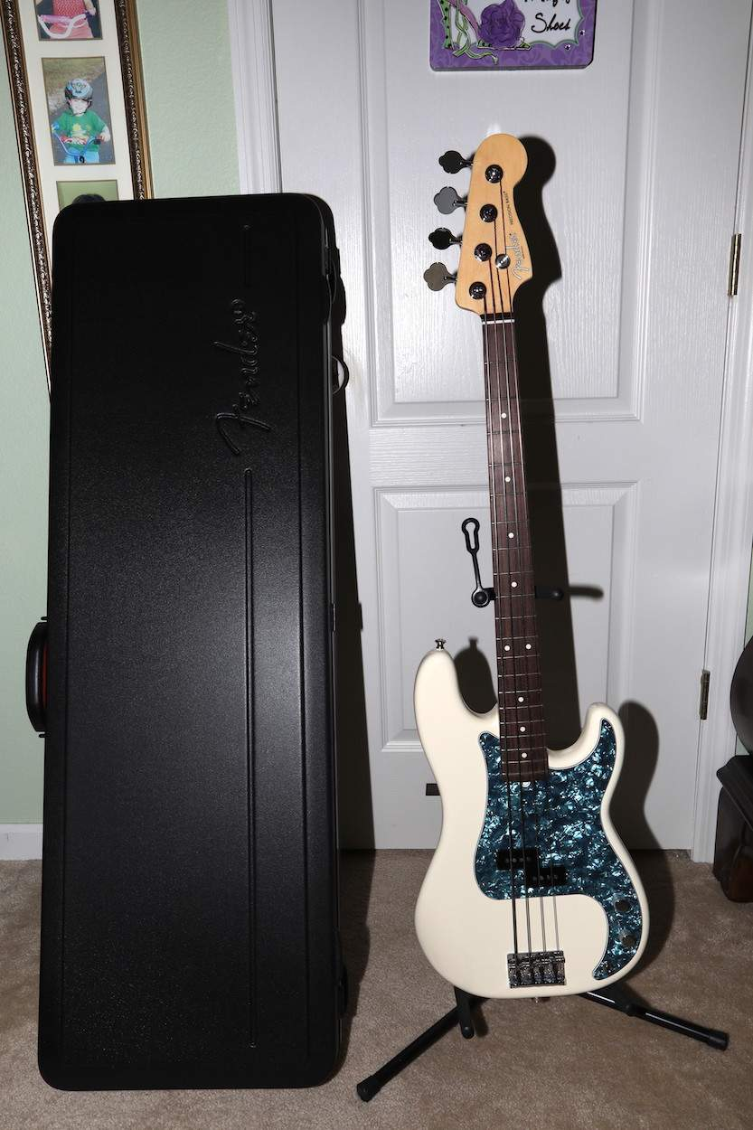 white p bass amer front and case.