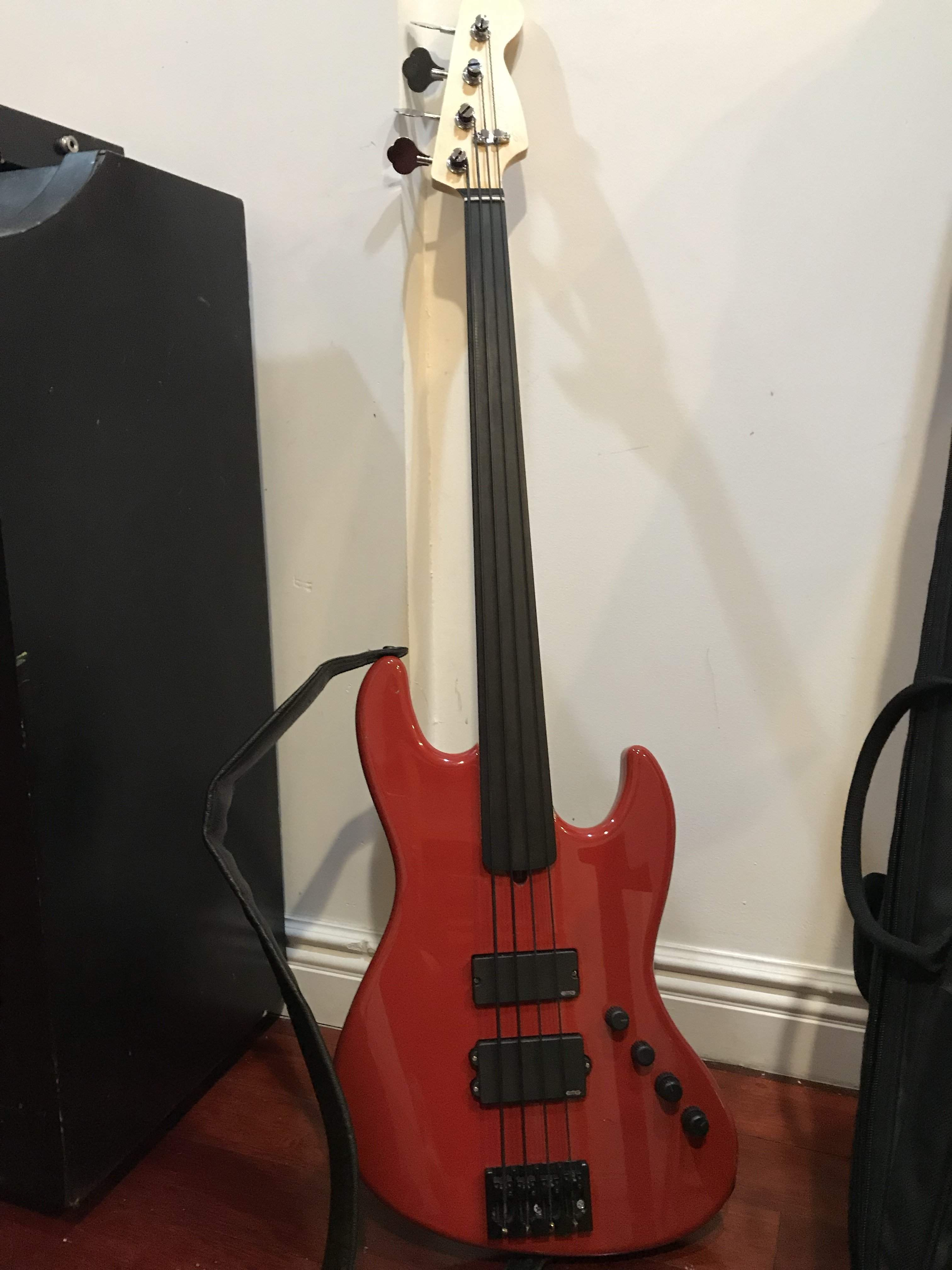 For Sale - Unlined Warmoth Fretless with Active EMG system